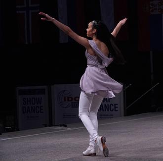 Photo of Arwen Seilman dancing