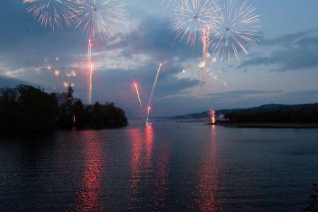 Helensburgh, Lomond Shores Fireworks- Photo: Alan McAteer
