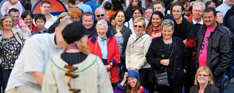 Street artists perform on the last weekend of the Edinburgh Festival Fringe. (photo: Callum Bennetts. Courtesy Edinburgh Festival Fringe Society)