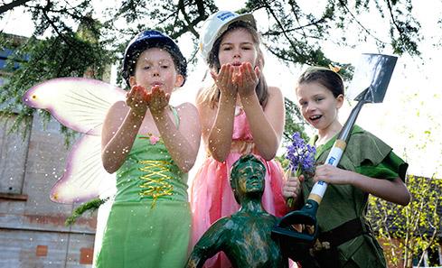 Moat Brae House work begins - children dressed up
